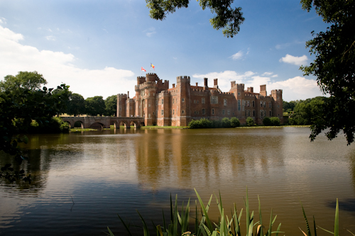 Herstmonceux wedding photographer based in east sussex